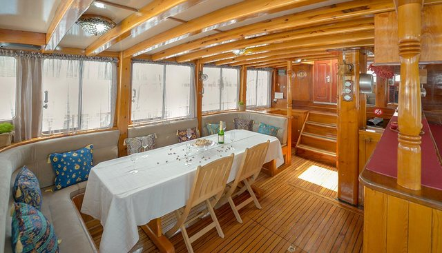 La Reine Charter Yacht - 8
