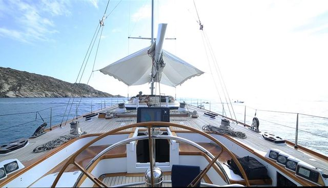 One Lilo Charter Yacht - 5