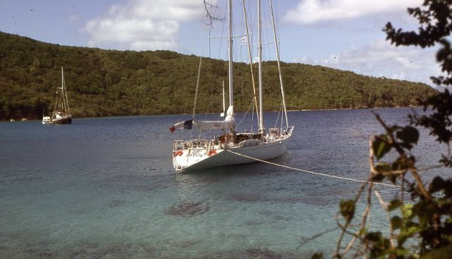 Adelie Charter Yacht - 4