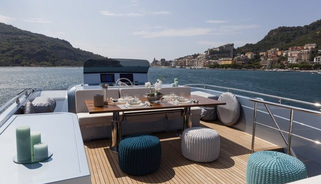 55 Fiftyfive Charter Yacht - 3