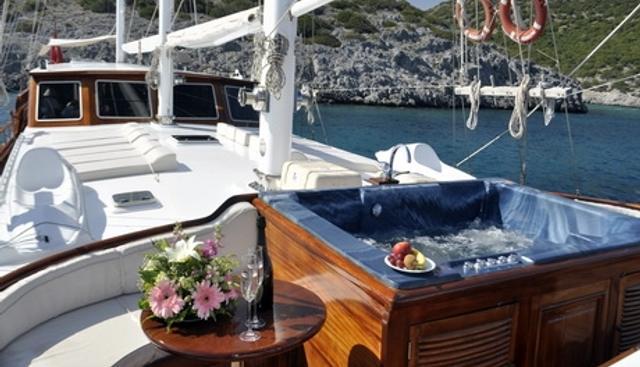 Dolce Vita Charter Yacht - 5