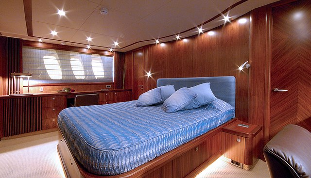 Low Profile Charter Yacht - 7