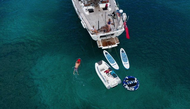 Champagne Hippy Charter Yacht - 5