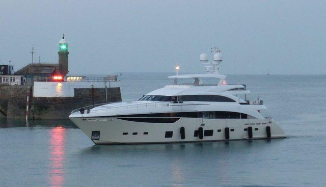 X5 Charter Yacht