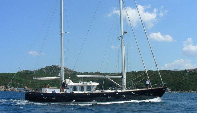 Mi Reina Charter Yacht