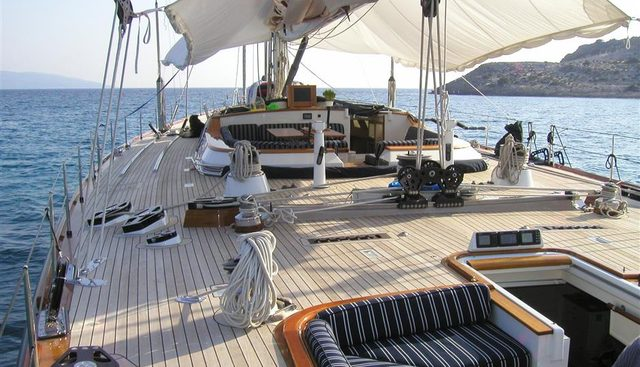 One Lilo Charter Yacht - 6