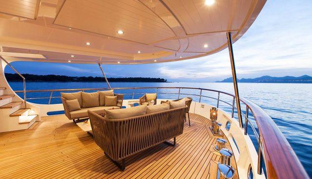 Robbie Bobby Charter Yacht - 3