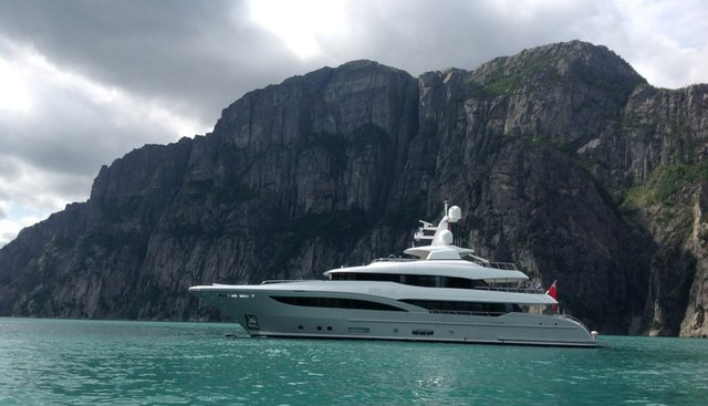 Apostrophe Charter Yacht
