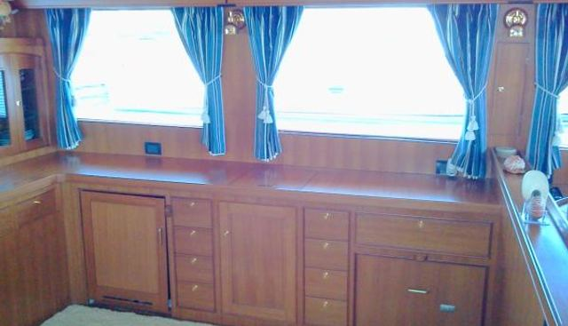 ByeLuvYaSeaYa Charter Yacht - 3