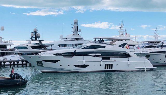 Shabby Charter Yacht