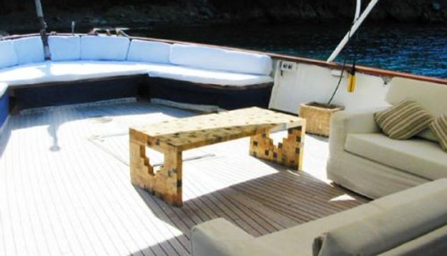 Dear B Charter Yacht - 4