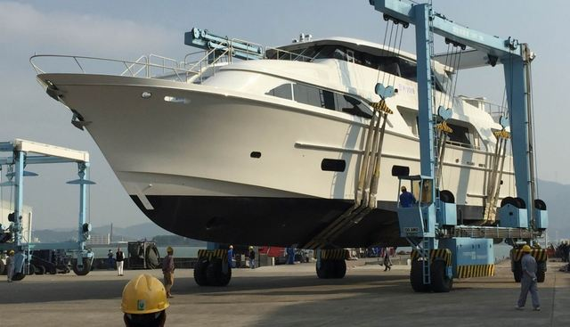 GLOBAL 104 Charter Yacht - 3