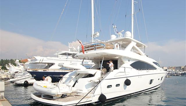Forward Unlimited Charter Yacht - 5