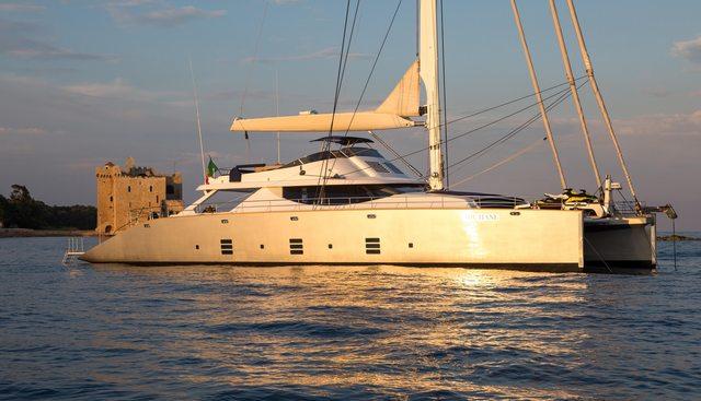Hutiane Charter Yacht