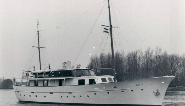 Leonardo Charter Yacht