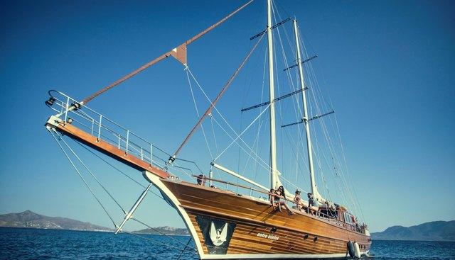 Entre Cielos Charter Yacht