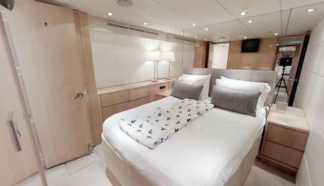 92' Hatteras Charter Yacht - 5