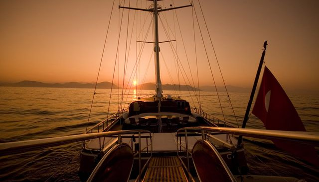Take It Easier Charter Yacht - 4