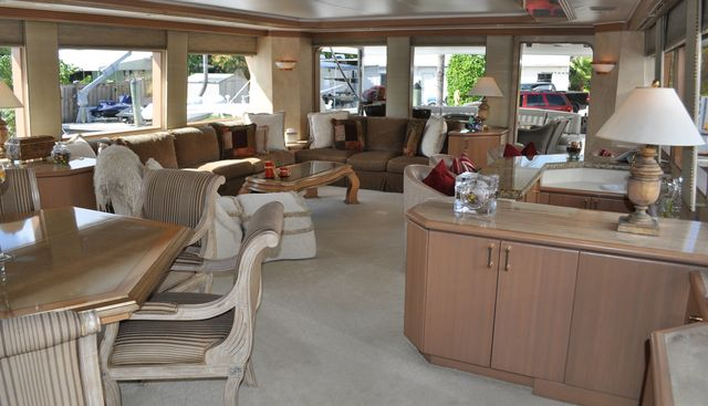 Miss Direction Charter Yacht - 4