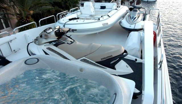 Lady Deanne V Charter Yacht - 3