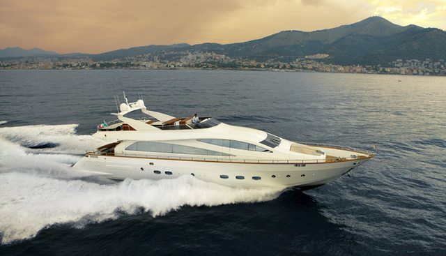 Dackel Charter Yacht