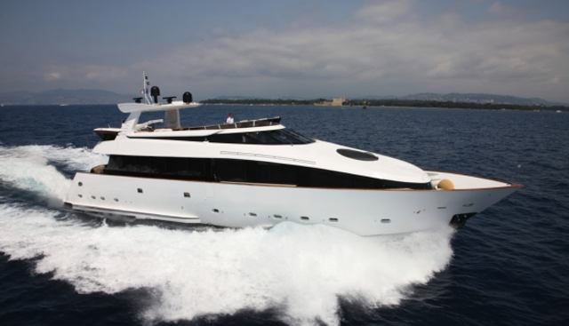 L'Or Charter Yacht - 2