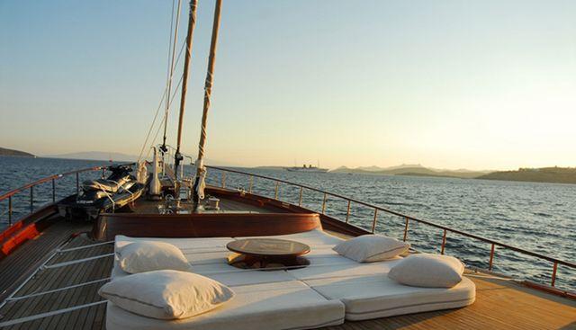 Carpe Diem V Charter Yacht - 2