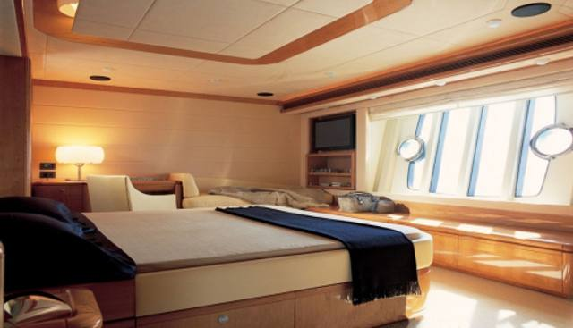 Chi 5 Charter Yacht - 4