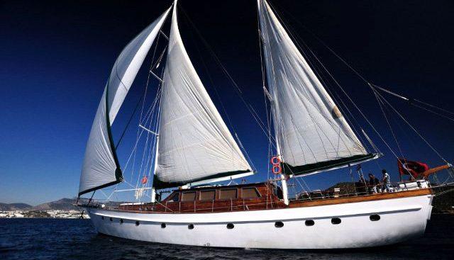 Motif Charter Yacht