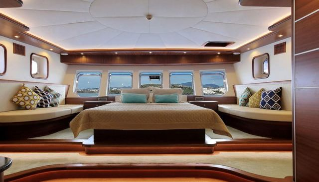 Dragon Fly Charter Yacht - 7