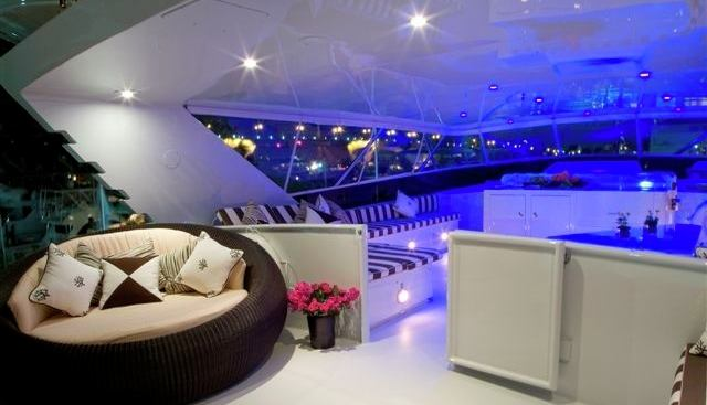 Decompression Charter Yacht - 2