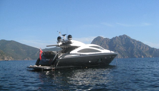 Free Willi Charter Yacht