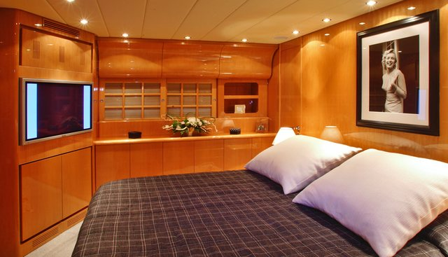 Sarah A Charter Yacht - 6