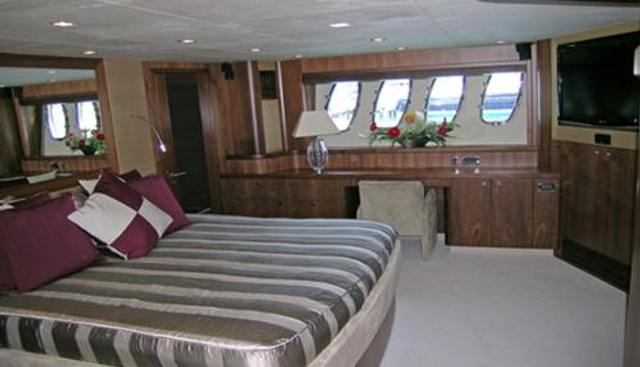 Leading Fearlessly Charter Yacht - 6