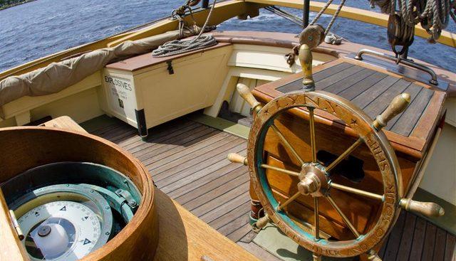 Lynx Charter Yacht - 2