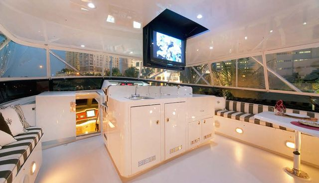 Decompression Charter Yacht - 3