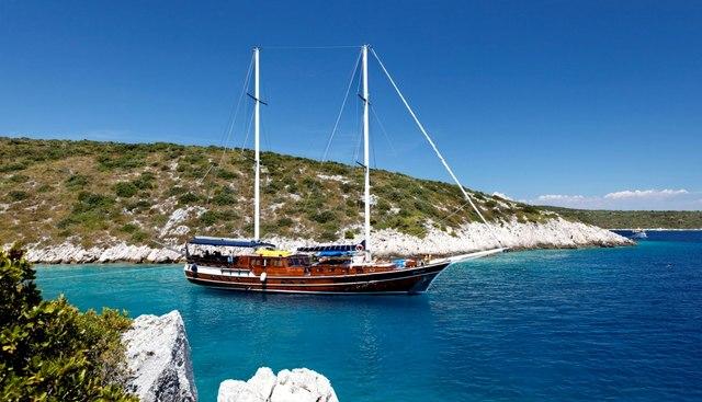 Perla Charter Yacht
