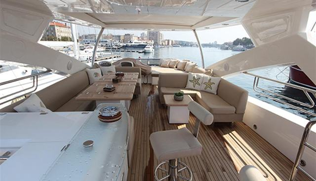 Forward Unlimited Charter Yacht - 4