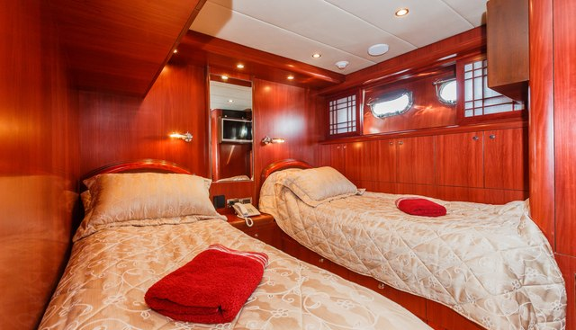 Johnson Baby Charter Yacht - 8