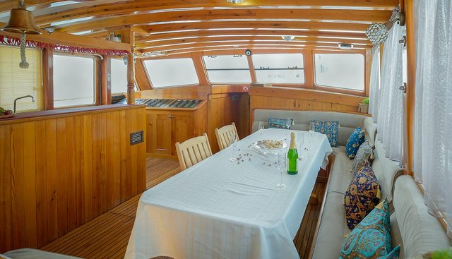 La Reine Charter Yacht - 7