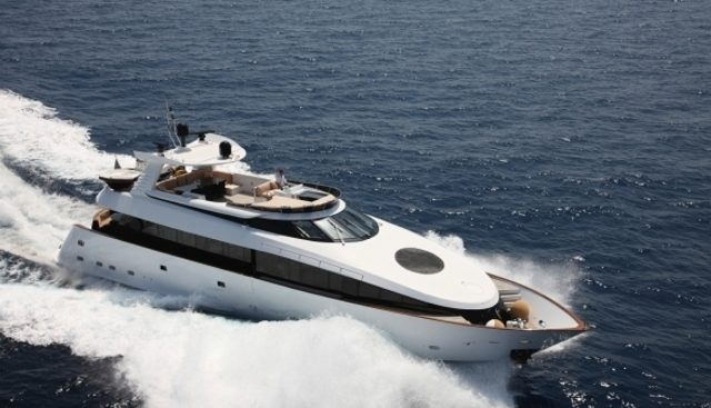 L'Or Charter Yacht