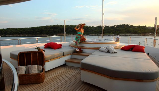 2 Ladies Charter Yacht - 4
