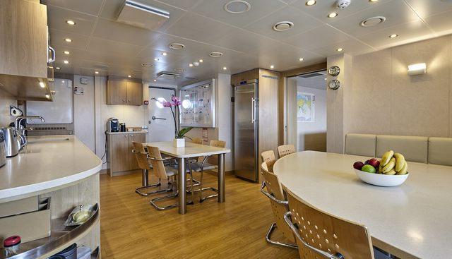 Dapple Charter Yacht - 8