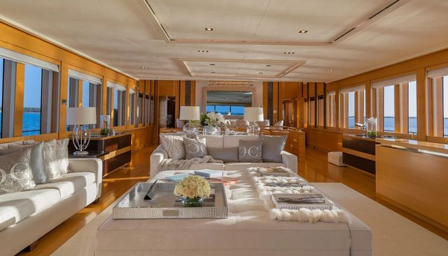 DB9 Charter Yacht - 6