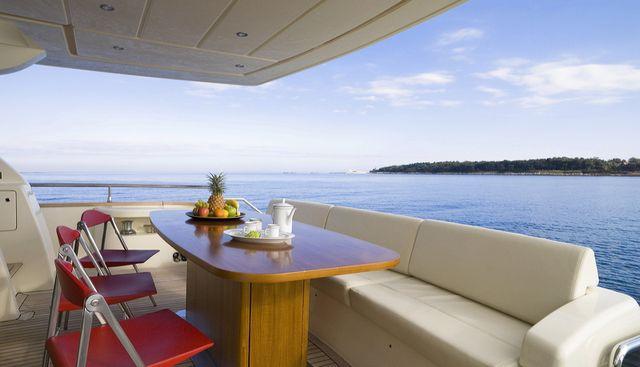 Stingray M Charter Yacht - 2