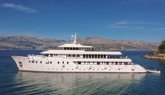 Yolo Charter Yacht