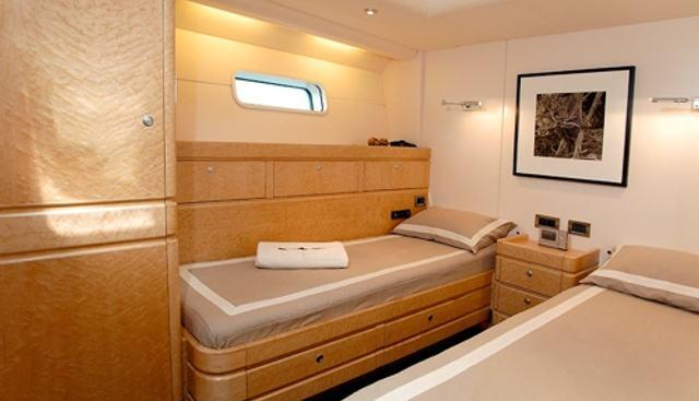 Grand Bleu Vintage Charter Yacht - 6