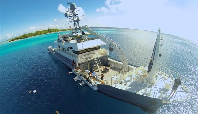 Dr No Charter Yacht - 2