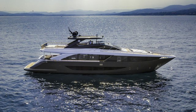 Drifter Amer Charter Yacht