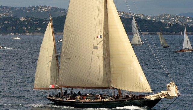 Royono Charter Yacht